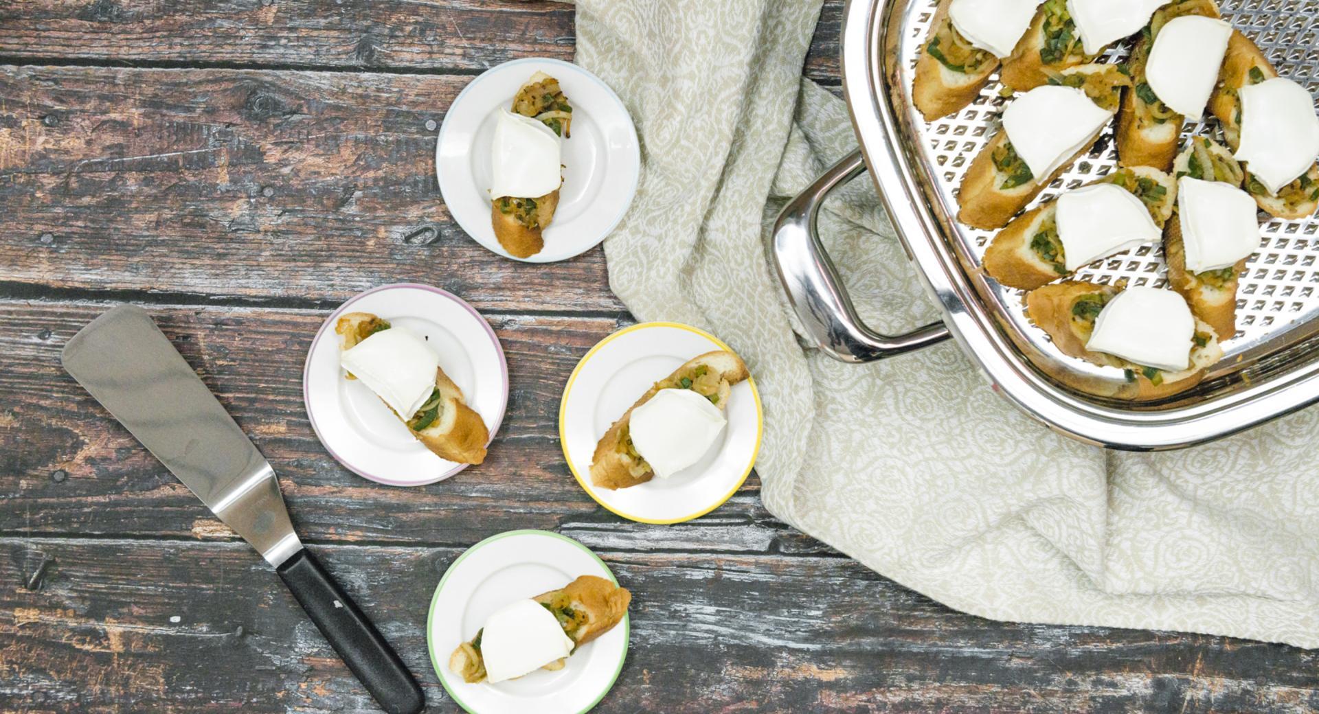 Zwiebel-Crostini mit Ziegenkäse