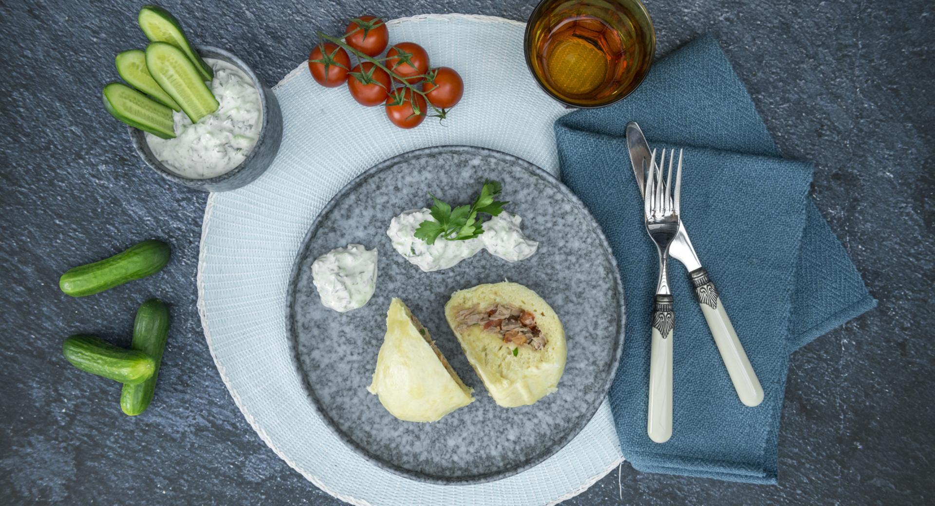 Thunfischknödel mit Joghurtdip