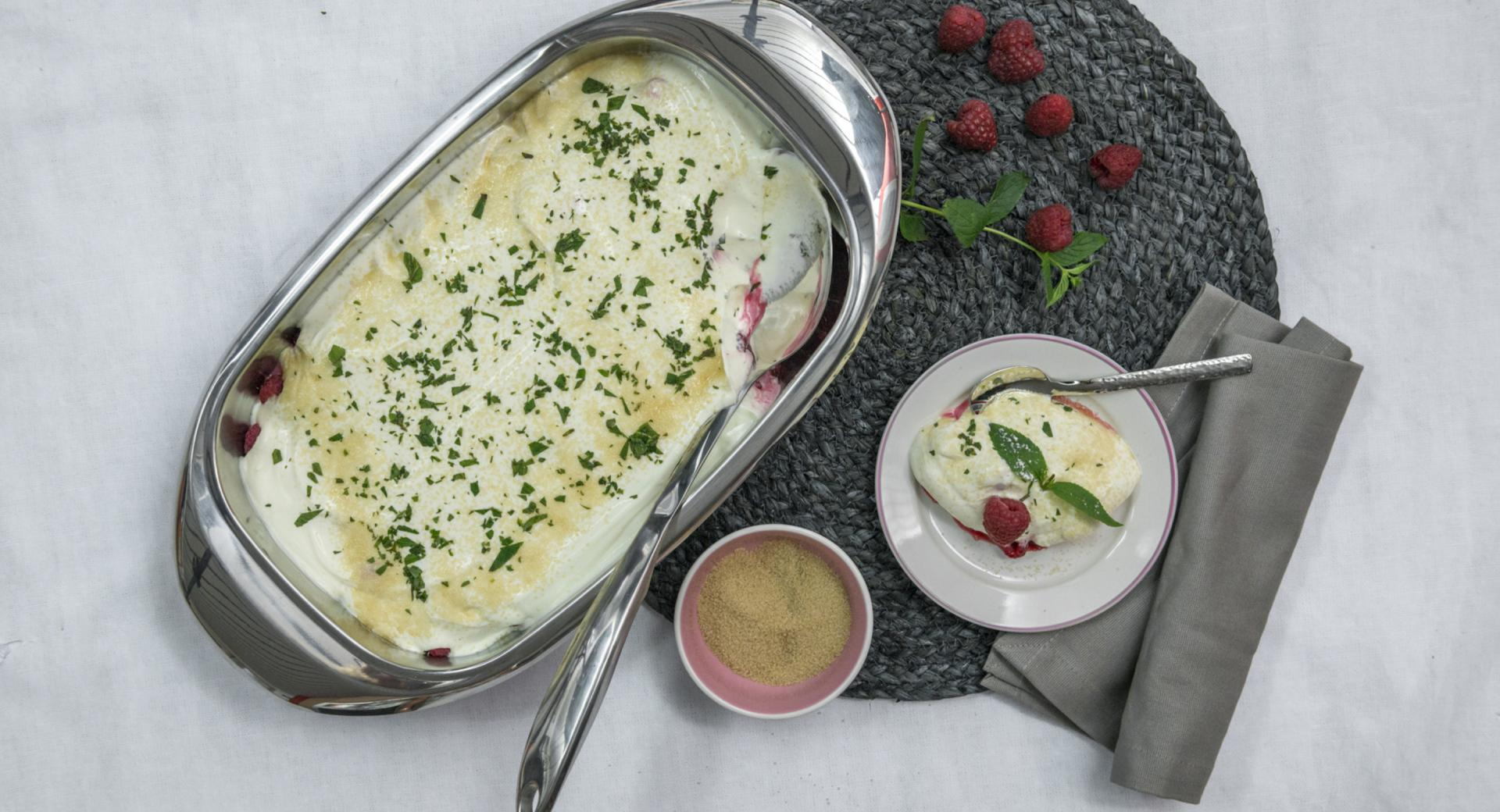 Geschichtetes Beeren-Joghurtdessert