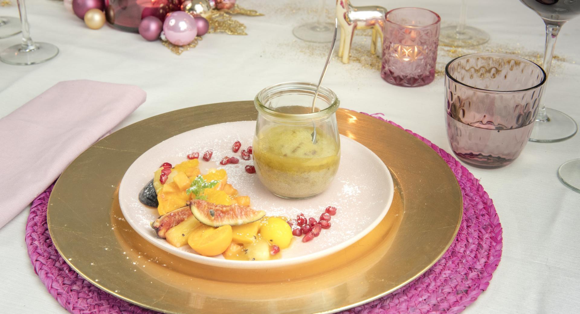 Dattel-Pudding mit Toffee-Sauce