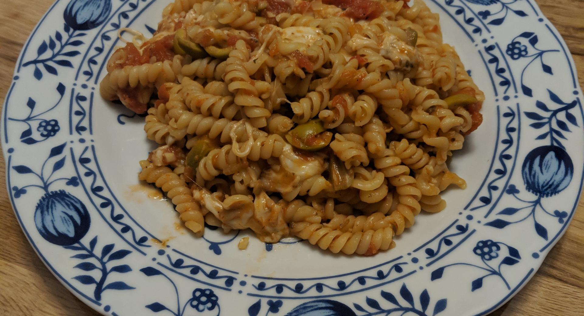 Eliche mit Tomaten und Mozzarella