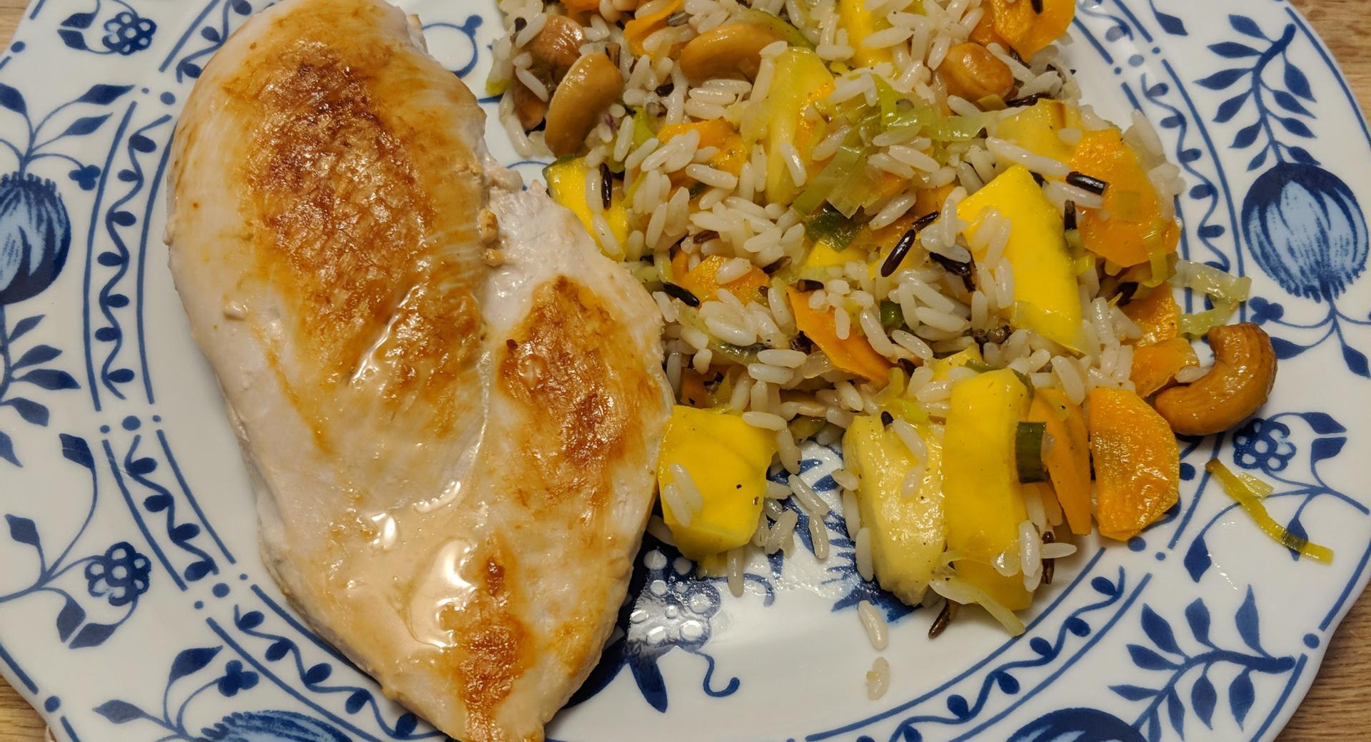 Hähnchenbrust mit fruchtigem Reissalat
