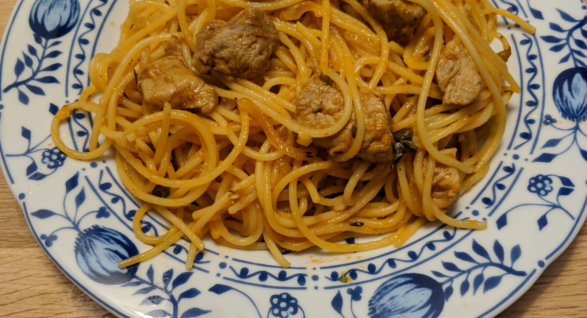 Knoblauch-Spaghetti mit Schweinefleisch