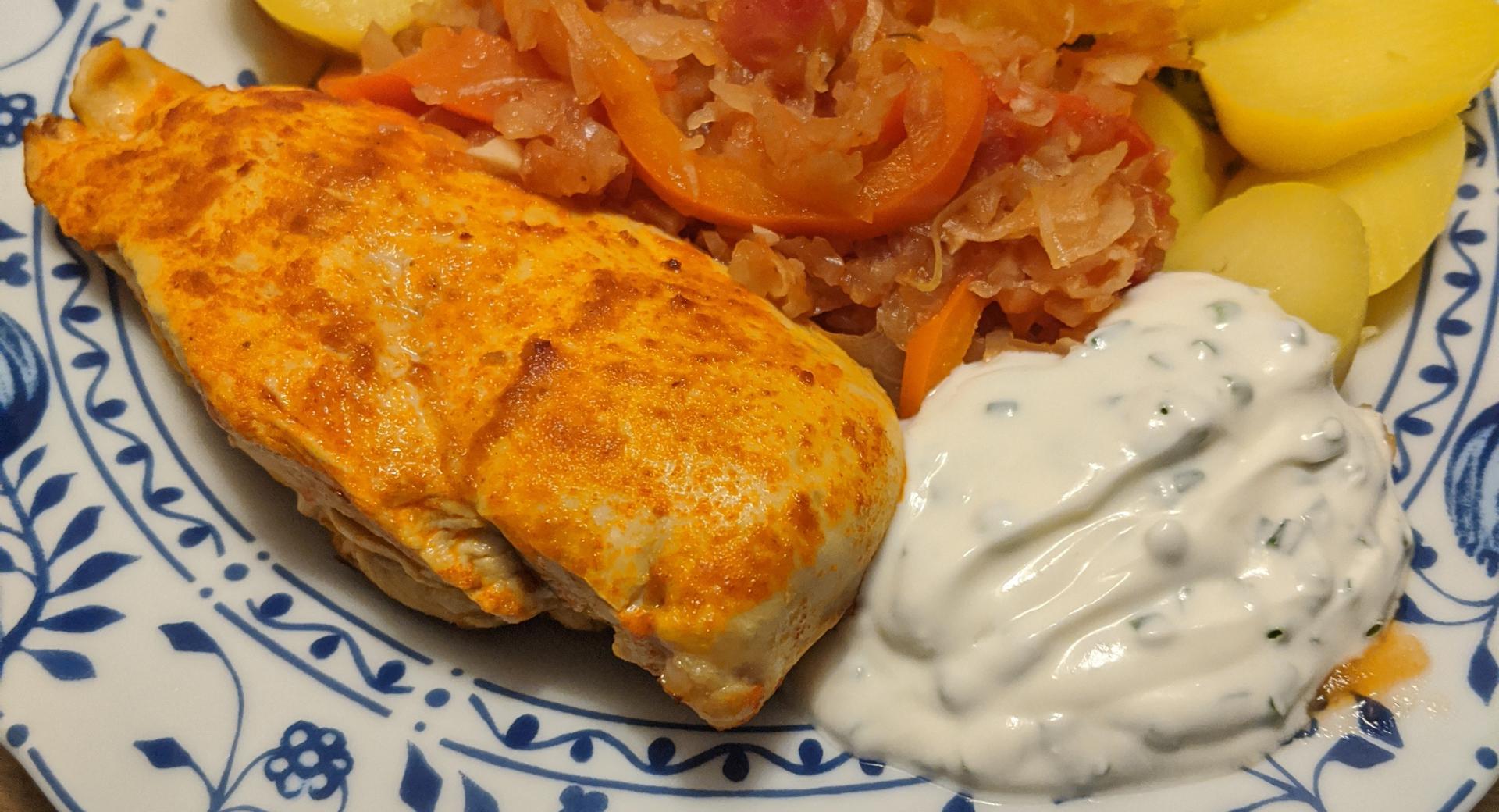 Hähnchenbrust mit Paprika-Tomaten-Kraut