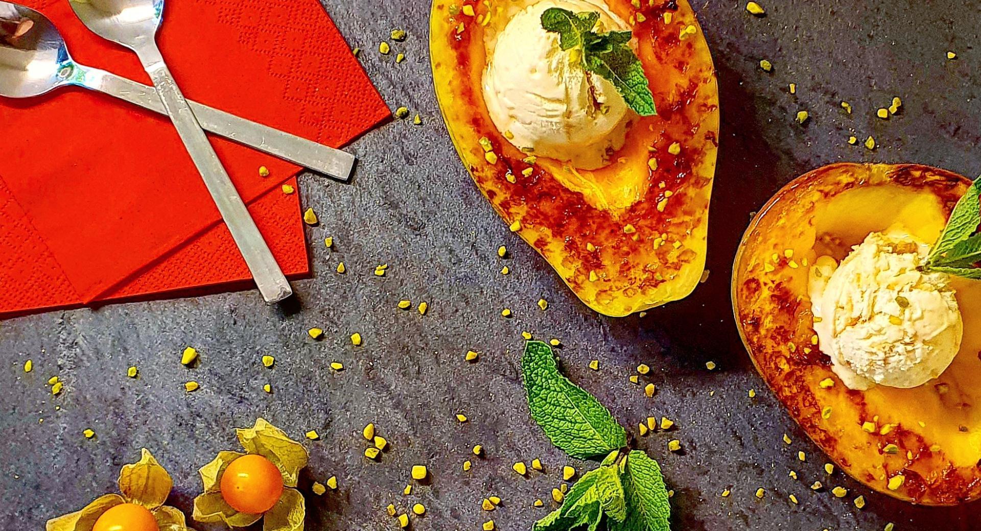 Grillierte Papaya mit Glace