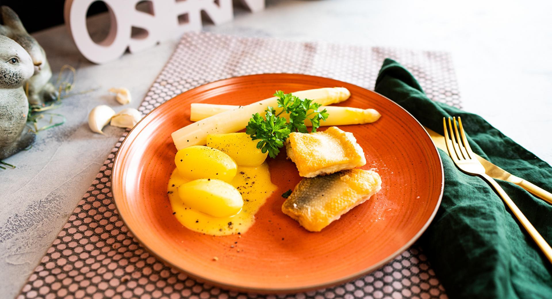 Zanderfilet mit Spargel und Sauce Hollandaise