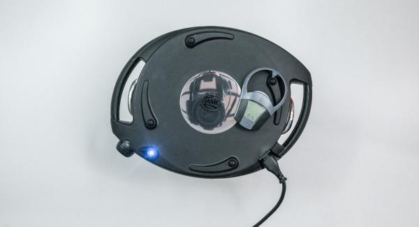 Solange der Navigenio rot/blau blinkt, gib die Backzeit von ca. 15 Minuten mit der rechten Taste des Audiotherms ein. Der Navigenio blinkt blau, am Audiotherm erscheint das Funksymbol.