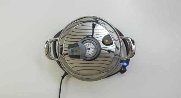 Gib 4 Minuten Garzeit am Audiotherm ein, setz ihn auf den Visiotherm und drehe bis das Dampf-Symbol erscheint.