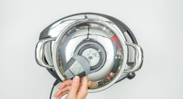 Sobald das Gemüse-Fenster erreicht ist und der Audiotherm piepst, schalte den Herd oder Navigenio auf niedrige Stufe, schalte das Signal mit der rechten oder linken Taste abund gare mit Hilfe des Audiotherm fertig.