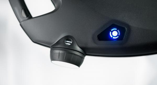 Der Navigenio blinkt blauund am Audiotherm erscheint das Funksymbol.