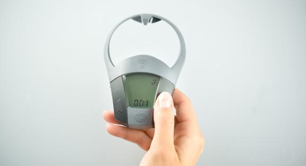 Schalte den Audiotherm mit der rechten oder linken Taste einund gib mit der rechten Taste ca. 1 Minuten Garzeit ein.