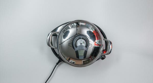 Leg den Deckel auf, setz den Audiotherm auf und drehe bis das Brat-Symbol erneut erscheint. Sobald der rote Zeiger den Wendepunkt bei 90 °C erreicht hat, ertönt ein Zweifachton.