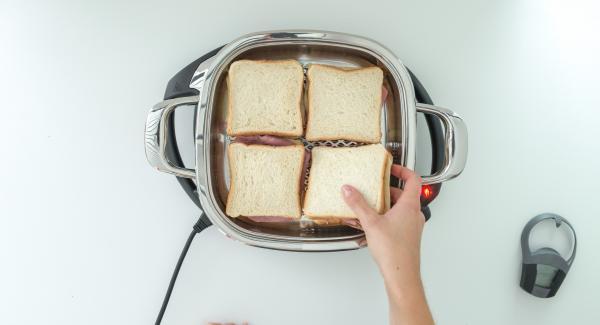 Sobald der Audiotherm beim Erreichen des Brat-Fensters piepst, Navigenio ausschalten, Sandwiches in den Arondo legen und Deckel auflegen.
