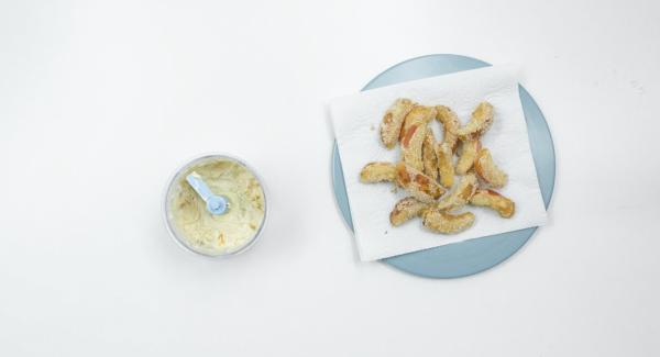 Alle Zutaten im Quick Cut miteinander mischen. Apfelschnitze am besten warm mit dem Dip servieren.