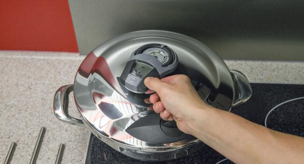 Herd auf höchste Stufe schalten, Audiotherm einschalten, 3 Minuten Garzeit eingeben, auf Visiotherm S auf setzen und drehen bis das Turbo-Symbol erscheint. Sobald das Turbo-Fenster erreicht ist, Herd auf niedrige Stufe schalten und fertig garen.