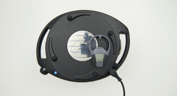 Navigenio überkopf auflegen und auf grosse Stufe schalten. Solange der Navigenio rot/blau blinkt ca. 6 Minuten im Audiotherm eingeben und gratinieren.