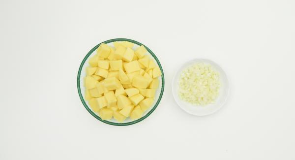 Kartoffeln schälen, in ca. 2 cm große Würfel schneiden. Zwiebel schälen, fein würfeln.