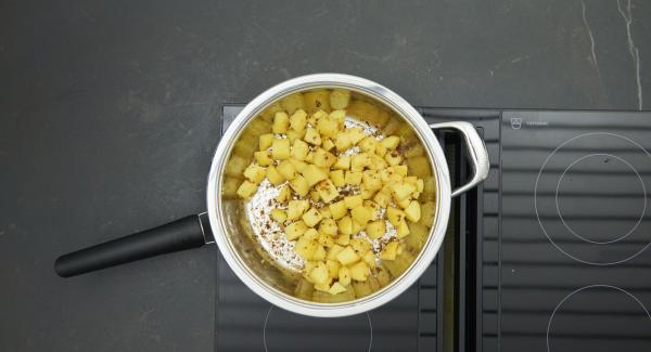 Bratkartoffeln insgesamt ca. 20 Minuten unter gelegentlichem Wenden braten. Zum Schluss den Deckel ganz wegnehmen und Bratkartoffeln noch ca. 2 Minuten knusprig fertig braten.