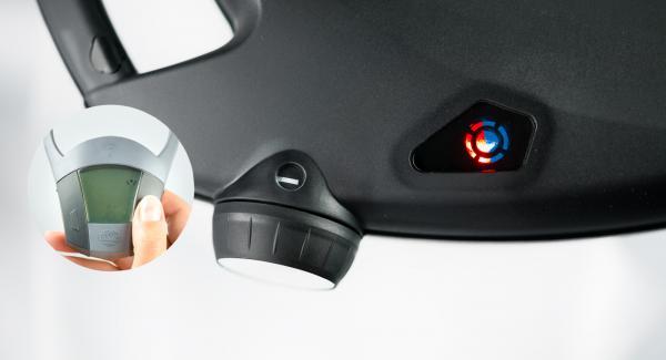 HotPan auf eine feuerfeste Unterlage stellen und Navigenio überkopf auflegen. Auf kleine Stufe schalten. Solange der Navigenio rot/blau blinkt ca. 5 Minuten im Audiotherm eingeben und hellbraun backen.