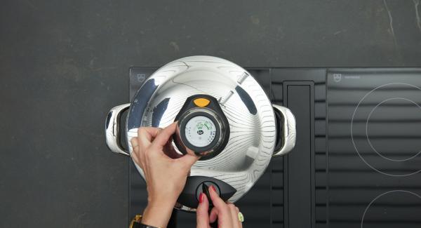 Secuquick softline aufsetzen und verschliessen und Herd auf höchste Stufe schalten. Audiotherm einschalten, ca. 3 Minuten am Audiotherm eingeben, auf Visiotherm aufsetzen und drehen bis das Soft-Symbol erscheint.