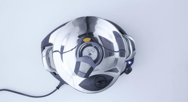 """Secuquick softline aufsetzen und verschließen. Topf auf Navigenio stellen und diesen auf """"A"""" schalten, Audiotherm einschalten, ca. 8 Minuten Garzeit am Audiotherm eingeben, auf Visiotherm aufsetzen und drehen bis das Turbo-Symbol erscheint."""