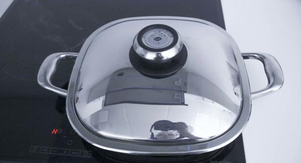 Datteln unter Nutzung der Restwärme ca. 2 Minuten fertig braten.