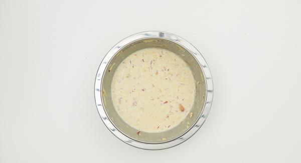 Alle Zutaten zu einem Teig vermischen und ca. 30 Minuten ruhen lassen.