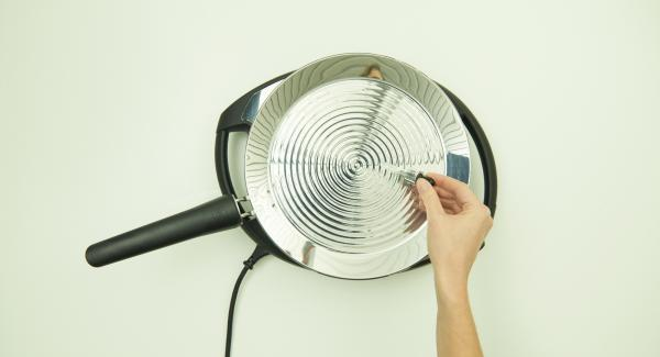oPan large auf höchste Sufe/Flamme aufheizen bis die perfekte Brat-Temperatur erreicht ist.