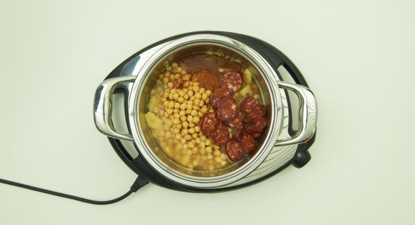 Kichererbsen zusammen mit dem Einweichwasser, Chorizo und Intenso zufügen. Alles gut mischen und mit dem Secuquick softline verschliessen.