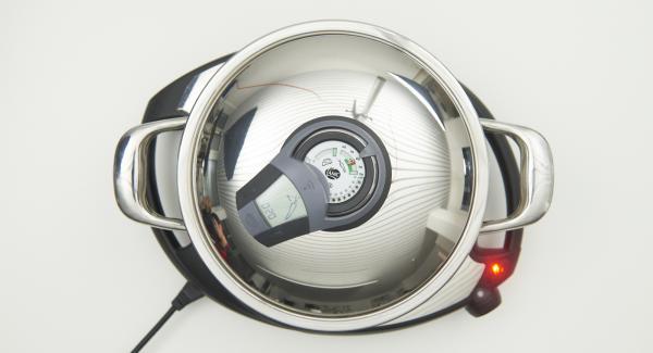 Sobald der Audiotherm beim Erreichen des Gemüse-Fensters piepst, Navigenio auf Stufe 2 schalten und fertig garen.