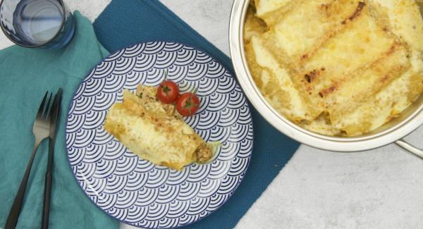 Navigenio abnehmen und die Cannelloni vor dem Servieren ca. 10 Minuten ruhen lassen.