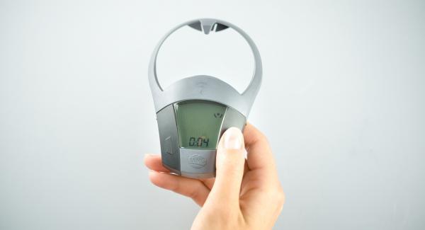 Topf auf Herd stellen und diesen auf höchste Stufe schalten. Audiotherm einschalten, ca. 4 Minuten Garzeit am Audiotherm eingeben, auf Visiotherm aufsetzen und drehen bis das Soft-Symbol erscheint.