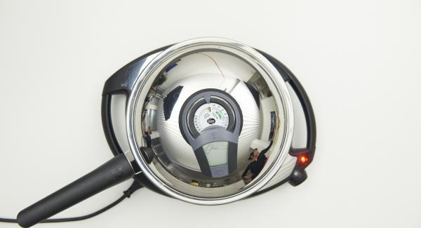 Sobald der Audiotherm beim Erreichen des Brat-Fensters piepst, Eimasse in die HotPan geben und Navigenio auf 0 schalten.
