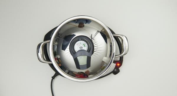 Topf auf Navigenio stellen und auf Stufe 6 schalten. Audiotherm einschalten, auf Visiotherm aufsetzen und drehen, bis das Brat-Symbol erscheint.