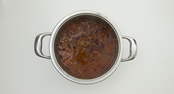 Secuquick in den umgedrehten Deckel stellen und von selbst drucklos werden lassen. Chili kräftig abschmecken.