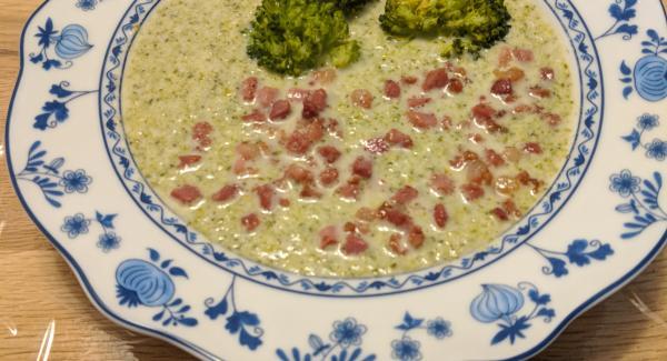 Brokkolisuppe mit Buttermilch