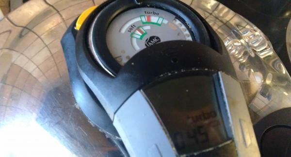 Mit voller Herdeinstellung den Secuquick auf die Turbostufe aufheizen und überwacht mit dem Audiotherm 30 Minuten garen.