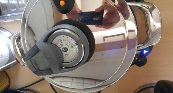 Den Topf auf den Navigenio stellen, EasyQuick Deckel auflegen, Audiotherm aufsetzen und 3 min auf Steam einstellen.