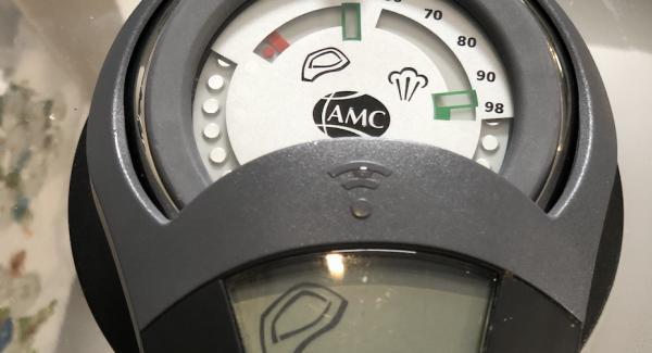 Den 3,5 Liter Topf auf der Navigeno stellen und mit dem Easyquick verschließen. Anschließend den Audiotherm einschalten und zweimal das Fleischsymbol drehen.