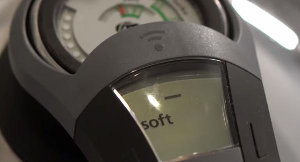 Sobald das Softsymbol erreicht ist und der Audiotherm piept, den Topf in den Servierdeckel stellen und der Navigeno komplett ausschalten. Den Topf solange stehen lassen bis sich der Secuquick öffnen lässt.