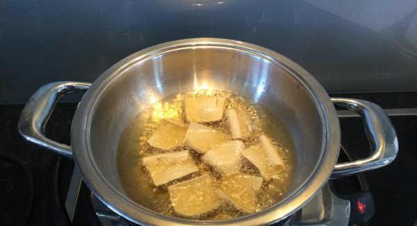 In der Eurasia im Frittieröl bei 160-180°C frittieren