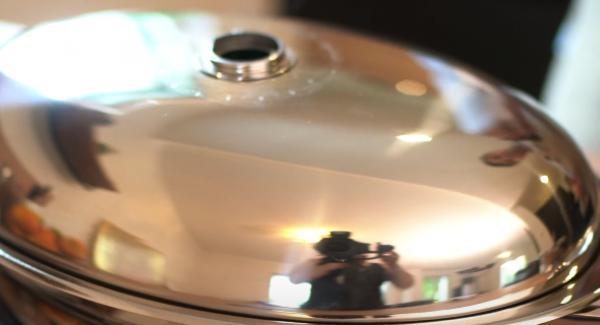 Den ovalen Grill mit dem Deckel verschießen und den Audiotherm abschrauben und für ca. 5 Minuten braten lassen.
