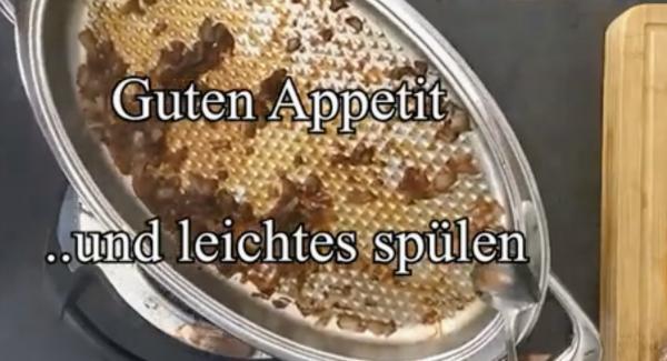 Filet herausnehmen und nach belieben mit den Zwiebeln in der Pfanne eine Sauce machen.