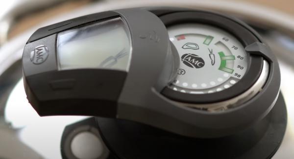 Den Audiotherm einschalten und zweimal auf das Möhrensymbol drehen.