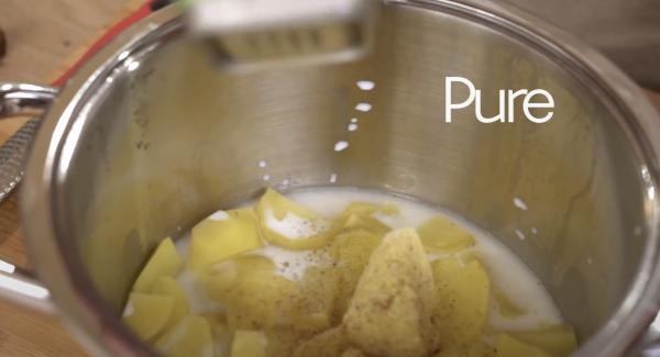 In der Zwischenzeit kann der Kartoffelbrei gemacht werden. Zu den Kartoffeln 50g Butter, 150ml Milch, eine Prise Muskatnuss, Salz, Pfeffer und Pure hinzugeben.