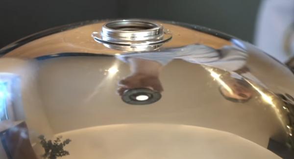 Sobald alle Seiten goldbraun sind, den Navigeno komplett ausschalten, die Hotpan mit dem Deckel verschließen und den Visotherm abschrauben. Das Ganze für ca. 5 Minuten ziehen lassen.