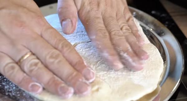 Das Brot in die Opan legen.