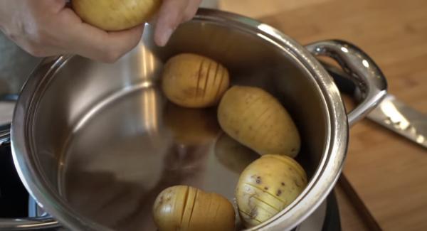 Sobald das Fleischsymbol erreicht ist, den Navigeno komplett ausschalten. Danach die Kartoffeln in den Topf legen.