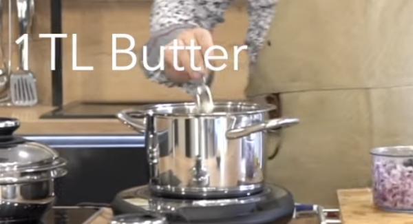 In den 4,0L Topf ein TL Butter geben.