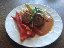 Rindsroulade mal anders, mit Spargelrisotto und glasierten Paprika